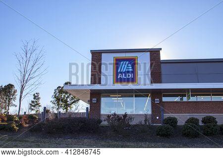 Columbia County, Ga Usa - 02 23 21: Aldi Retail Supermarket Grocery Store Side Street View