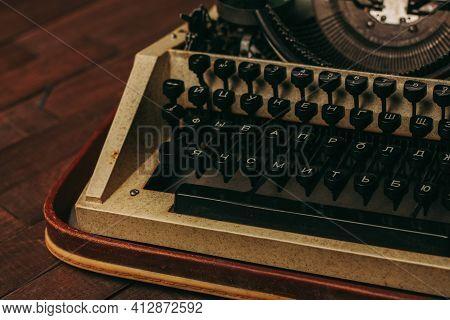 Typewriter Retro Typewriter Classic Style Mechanical Technology Wood Background