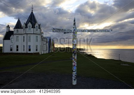 John O\\\\\\\'groats (scotland), Uk - August 04, 2018: The Inn At John O\\\\\\\'groats, Caithness, S