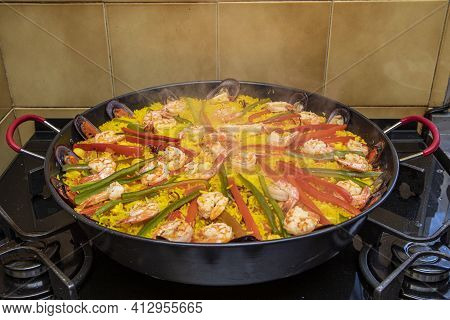 Spanish Seafood Paella With Mussels