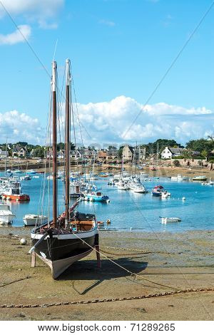 Harbor Of Saint Guirec At Low Tide (france)