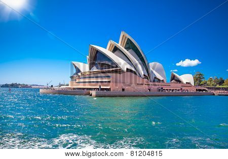 SYDNEY, AUSTRALIA - DECEMBER 21, 2014: The Iconic Sydney Opera House is a multi-venue performing arts centre also containing bars and outdoor restaurants. December 21, 2014 in Sydney, Australia.