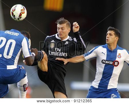 BARCELONA-MAY, 17: Toni Kroos(C) of Real Madrid between Caidedo(L) and Javi Lopez(R) of Espanyol during a League match against RCD Espanyol at the Power8 stadium on Maig 17 2015 in Barcelona Spain