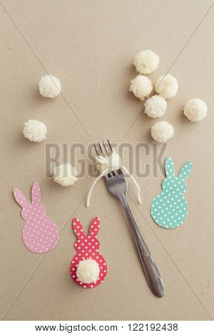 Easter craft of making yarn pom pom bunny tail with a fork.
