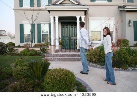 Paar und neues Zuhause