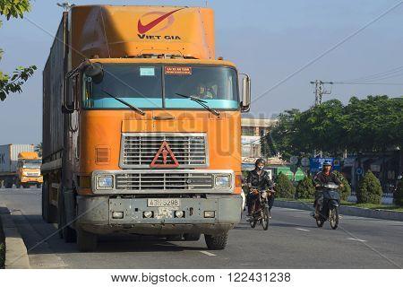 DA NANG, VIETNAM - JANUARY 05, 2016: Heavy American mainline truck International-9800 is going on the road