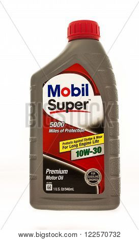 Winneconne WI - 19 August 2015: Quart of Mobil Super 5000 motor oil