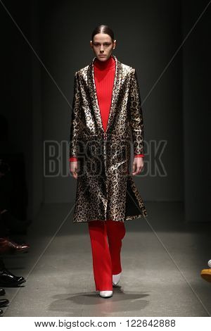 Sudi Etuz Catwalk In Mercedes-benz Fashion Week Istanbul