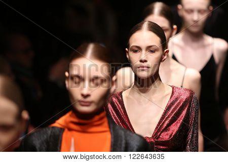 Sudi Etuz Catwalk In Mercedes-benz Fashion Week Istanbul