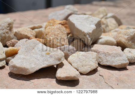Texturas rústicas naturales, piedras en tonalidades beiges.