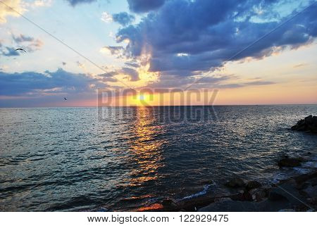 Sunset - One of the most fascinating natural phenomena . It is best to watch in the summer by the sea , where the skyline is visible . At the hour of sunset on the sea incredible colors of clouds in the sky reflected in the water , and yet it runs on sola