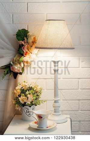 Bright and fresh bedroom decorated with a bouquet of flowers.