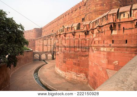 Close-up view of walls of Agra Red Fort, Unesco World Heritage site, built by several Mughal emperors from XV to XVI centuries in Uttar Pradesh, India.