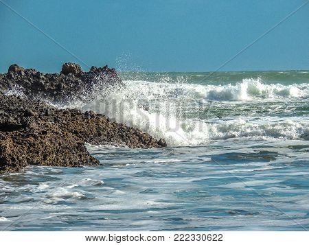 Waves crashing on rocks, Piha Beach, Auckland, New Zealand