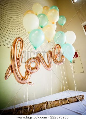 the helium balloon for the wedding with the letters love