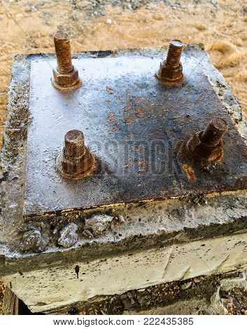 Steel plate based on anchor bolts on the concrete pillar.