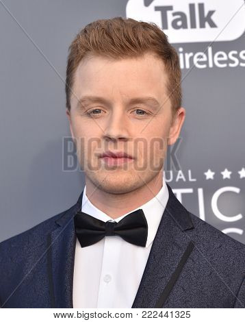 LOS ANGELES - JAN 11:  Noel Fisher arrives for the 23rd Annual Critics' Choice Awards on January 11, 2018 in Santa Monica, CA