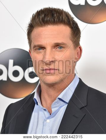 LOS ANGELES - JAN 08:  Steve Burton arrives for the ABC Winter 2018 TCA Event on January 08, 2018 in Pasadena, CA