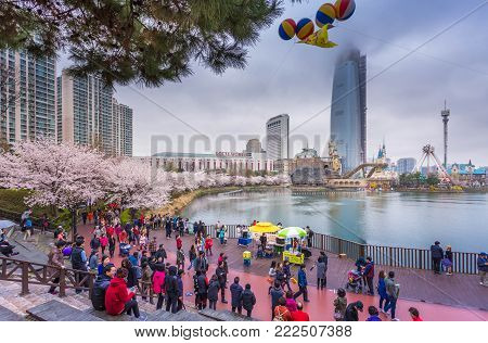 Seoul - April 12, 2015: Tourist At Gyeongbokgung Palace In Spring, April 12, 2015 In Seoul, South Ko