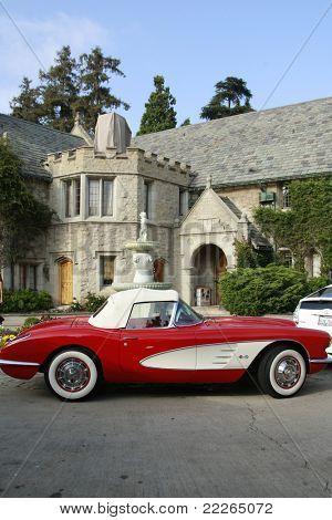 LOS ANGELES - 19 JUL: Playboy Mansion en Corvette op de fundraiser veel liefde Animal Rescue ' Bow Wo