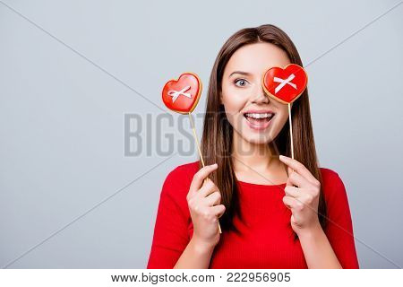 Charming, Pretty, Surprised Brunette Lady Is Wishing To Have Lips Like A Lollipop, Holding Bon-bon O