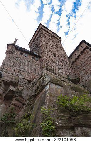 Donjon. Haut-koenigsbourg Castle ( Château Du Haut-k