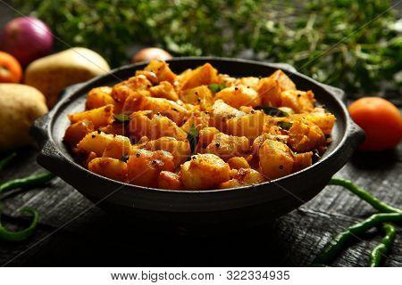Spicy Roasted Potatoes- Indian Dhaba Recipes- Aloo Jeera Dum