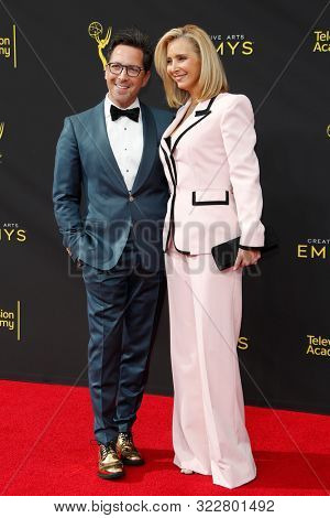 LOS ANGELES - SEP 14:  Dan Bucatinsky, Lisa Kudrow at the 2019 Primetime Emmy Creative Arts Awards at the Microsoft Theater on September 14, 2019 in Los Angeles, CA