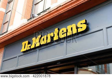 Bordeaux , Aquitaine France - 05 27 2021 : Dr Martens Logo Brand And Text Sign Front Of Store Shoes