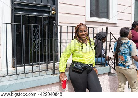 New Orleans, Louisiana, Usa - March 17, 2019: Women Waiting For Mardi Gras Indian Parade In Central