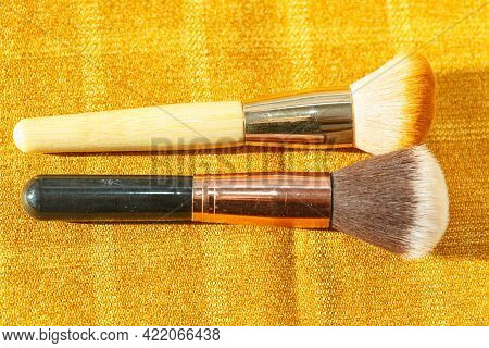 Eyeshadow Brushes Makeup . Makeup Brushes For Professional Use Or Home Use