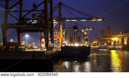 The Impressive Port Of Hamburg With Its Huge Container Terminals - Amazing Evening View - Hamburg, G