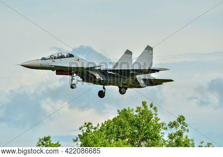 Labuan,malaysia-may 19,2021:royal Malaysia Air Force Sukhoi Su-30mkm Fighter Jet Plane Landing Durin