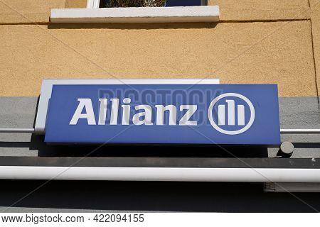 Bordeaux , Aquitaine France - 05 27 2021 : Allianz Insurance Logo Blue Sign And Text Office Brand Bu