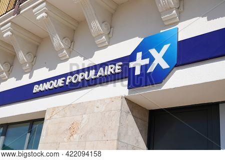 Bordeaux , Aquitaine France - 05 27 2021 : Banque Populaire Blue Text Sign Bank Logo Company Brand S