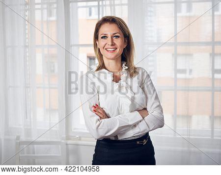 Beautiful business woman portrait. Beauty Woman face business Portrait. Beautiful business woman portrait. Woman smiling portrait on business. Beautiful woman smiling. Woman portrait business. business Woman face. Woman portrait in business office.