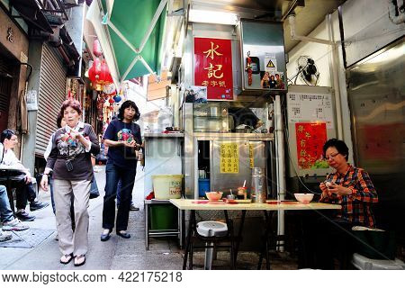 Hong Kong - Apr. 19, 2011: Lunch Time Crowd Eat At Open-air Street Food Stalls Known As Dai Pai Dong