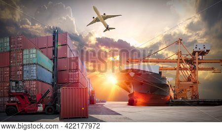 Industrial Container Cargo Freight Ship, Forklift Handling Container Box Loading For Logistic Import