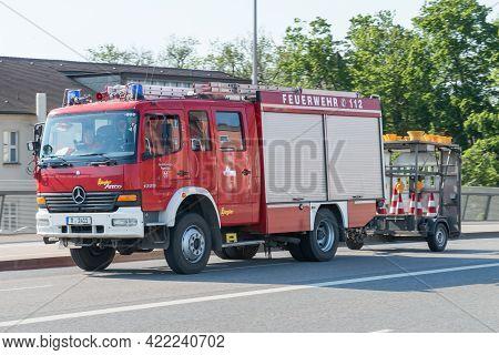 Regensburg, Bavaria, Germany,  Mai  17, 2017, Voluntary Fire Brigade Of Regensburg With Flashing Blu
