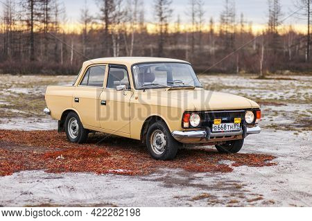 Novyy Urengoy, Russia - May 26, 2021: Soviet Retro Car Izh Moskvitch 412 In The Tundra During A Suns