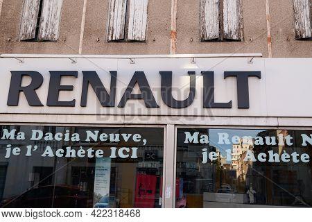 Bordeaux , Aquitaine France - 05 27 2021 : Renault Car Logo On Dealership Windows Station Store Sign