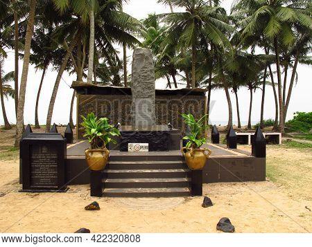 West Coast, Sri Lanka - 10 Jan 2011: Budda Monument On West Coast Of Indian Ocean, Sri Lanka