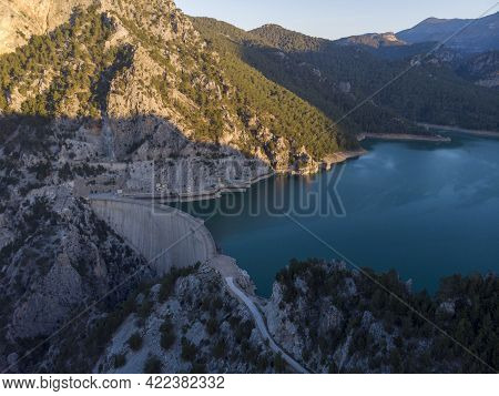 Great Dam On Oymapinar Lake, Mountain And Forest In Turkey - Green Canyon In Oymapinar Mount Area At