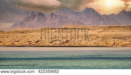 Sinai Mountains On The Red Sea Riviera. Amazing Sunrise At Sinai Mountain, Beautiful Dawn In Egypt,
