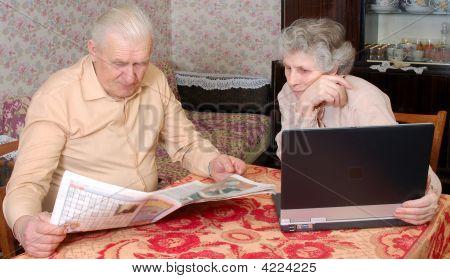 Old Couplen Reading Hot News
