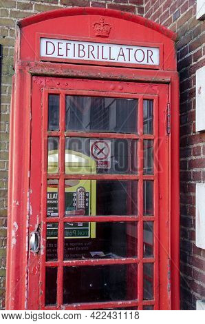 Wokingham, Uk - February 28, 2021: A Former Public Telephone Box Repurposed As A Home For An Emergen