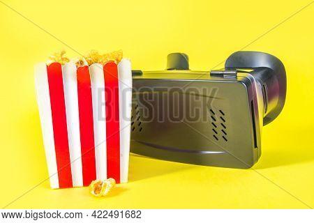 Vr Glasses With Popcorn Bucket