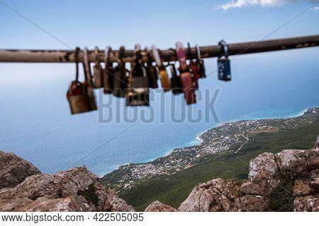 High Rocks Ai-petri Of Crimean Mountains. Wedding Traditional Locks Hang Closed On The Mountain - Bl