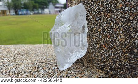 Clear Alum With A Sand Stone Floor, Can Be Used To Clean Water And Produced Underarm Deodorant