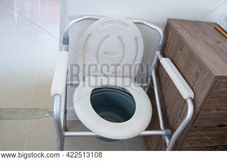 Commode Chair Or Mobile Toilet Can Moving In Bedroom Or Everywhere For Elderly Old Disabled People O